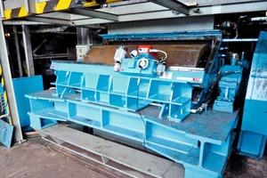 "<span class=""bildunterschrift_hervorgehoben"">»1</span> Roller turning machine installed at the FAM WM1018M roller mill (special length 2m)"