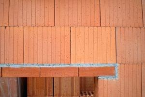 ››4 Flachsturz aus Ziegelmauerwerk mit Übermauerung ohne Stoß-fugenvermörtelung nach [4]