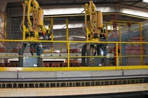 """<span class=""""bildunterschrift_hervorgehoben"""">»3</span> Robot for kiln car loading<br />"""