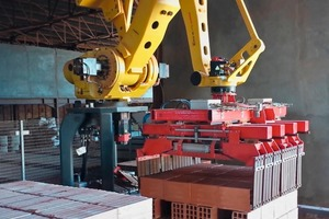 """<div class=""""bildtext_en""""><span class=""""bildnummer"""">»1</span> In future, a palletizing robot will package the finished bricks at the SBMT2 brick plant owned by the Tedjini Group</div>"""