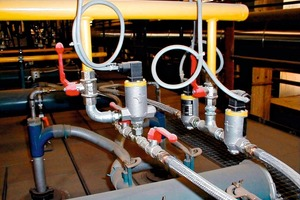 "<span class=""bildunterschrift_hervorgehoben"">»1</span> Type-EMD99 pulse metering valves: Installed in a horizontal gas manifold for a group of burners serving a roof tile kiln; right-hand outlet with two parallel metering valves for supplying gas to two outer burners with higher gas consumption and higher demand for outflow energy<br />"