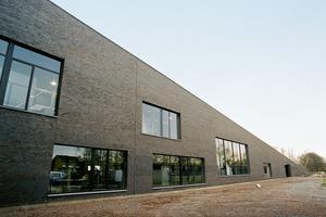 ›› 6 The Town Hall of Sint-Katelijne-Waver with its striking brick façade