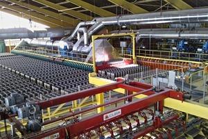 """<span class=""""bildunterschrift_hervorgehoben"""">»1a</span> View of the production line"""