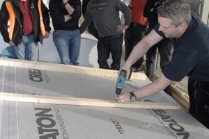 """<span class=""""bildunterschrift_hervorgehoben"""">»</span> Practical part of the roofing seminar in Grossengottern in 2014&nbsp;– a properly planned and executed sub-roof is essential for professional roof construction"""
