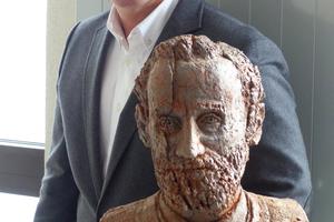 "<div class=""bildtext""><span class=""bildnummer"">»1</span> Stefan Jungk with the founding father of the company, Philipp Jungk</div>"