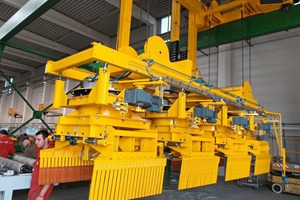 """<div class=""""bildtext_en""""><span class=""""textmarkierung"""">»2 </span>Installation of the handling line for wet products at the Kat plant</div>"""