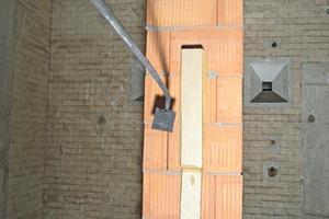 """<span class=""""bildunterschrift_hervorgehoben"""">»</span> Columns built with high-precision clay blocks for the fire test"""