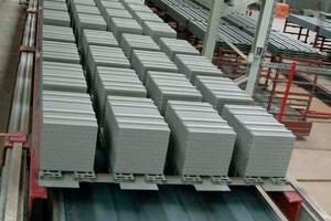 """<span class=""""bildunterschrift_hervorgehoben"""">››2</span> The bricks travel through the dryer on pallets"""