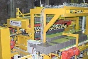 "<div class=""bildtext_en""><span class=""bildnummer"">»</span> The Freymatic Multicut MC 2300-V in the production line</div>"