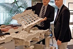 "<span class=""bildunterschrift_hervorgehoben"">»3</span> Márton Varga and Jörn Böke with Burton-built H-cassettes<br />"