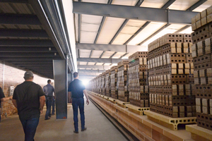 """<div class=""""bildtext_en""""><span class=""""bildnummer"""">»1</span> At the Clay County plant, around 100mill. clay bricks in the American """"modular size"""" can be produced annually</div>"""