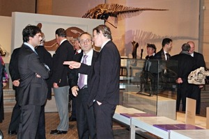 """<span class=""""bildunterschrift_hervorgehoben"""">»3</span> Ample opportunity was available to exchange ideas and experience amongst the dinosaur collection at the Royal Belgian Institute of Natural Science<br />"""