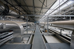 "<span class=""bildunterschrift_hervorgehoben"">»9</span> Air distribution ducts on the roof of the dryer<br />"