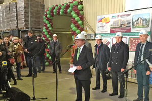 "<div class=""bildtext_en""><span class=""bildnummer"">»1</span> Beralmar's Managing Director Ramon Sarió offers his congratulations at the inauguration of the new plant</div>"