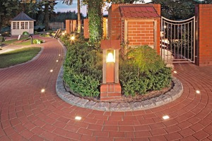 "<span class=""bildunterschrift_hervorgehoben"">»3</span> LEDs in the pavers give off soft, matt-white light<br />"