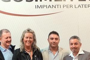 "<span class=""bildunterschrift_hervorgehoben"">»6</span> The team from Cos.Me.Tec srl, Managing Director Amm. Vincenzo Rutigliano (second from right), Cos.Me.Tec srl, Italy<br />"