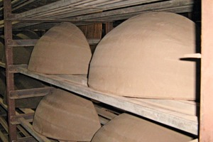 """<span class=""""bildunterschrift_hervorgehoben"""">»13</span> Thatched-roof ridge-end tiles in the large-volume dryer<br />"""