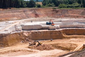 """<div class=""""bildtext_en""""><span class=""""bildnummer"""">» </span>Extraction operations at the Meudt quarry</div>"""