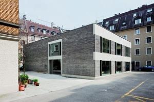 """<div class=""""bildtext""""><span class=""""bildnummer"""">»</span> Atelierhaus Dubsstraße</div>"""