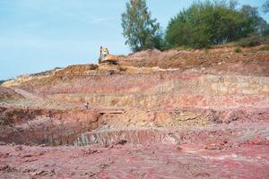"""<span class=""""bildunterschrift_hervorgehoben"""">»1</span> Clay strata in the """"Christel"""" clay mine<br />"""