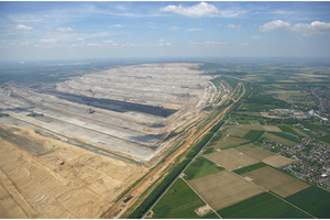 "<div class=""bildtext_en""><span class=""bildnummer"">»</span> Aerial photo of the Hambach open mine</div>"