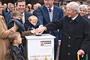 "<span class=""bildunterschrift_hervorgehoben"">»</span> Dr. Marcel Huber (centre), Bavarian Minister of the Environment and Health, and the Bader family – owners of the Leipfinger-Bader Brickworks – commission the new system in Vatersdorf"