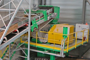 "<span class=""bildunterschrift_hervorgehoben"">»1</span> The clay  is comminuted in the Händle WF10120e roller mill<br />"