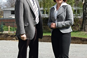 """<span class=""""bildunterschrift_hervorgehoben"""">»2</span> Excavation work for the new office building has been completed– Dr.-Ing. Ullrich Knüpfer and Anett Fischer pictured in front of the construction pit<br />"""