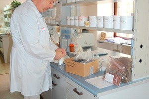"<span class=""bildunterschrift_hervorgehoben"">»3</span> The company's own laboratory not only conducts product moni­toring as standard …<br />"