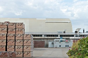 """<span class=""""bildunterschrift_hervorgehoben"""">»5 und »6</span> Solar collectors have been installed on the production facilities as well as the newly built offices<br />"""