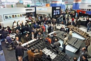 The stands of the clay roofing tile industry attracted lots of visitors<br />