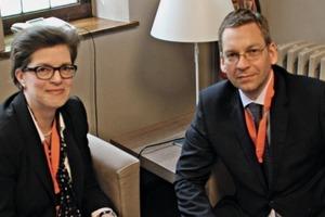 "<div class=""bildtext_en""><span class=""bildnummer"">»</span>TBE President Ioannis Maliouris talking to Zi Editor Anke Bracht</div>"