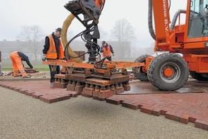"<span class=""bildunterschrift_hervorgehoben"">»5</span> Mechanical paving in action"