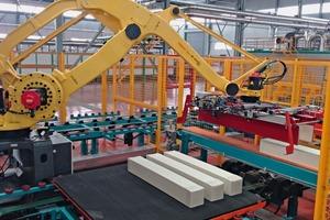 """<div class=""""bildtext_en""""><span class=""""bildnummer"""">»</span> Robot handling system for catalysts (China)</div>"""