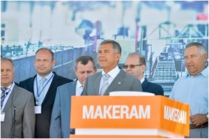 "<div class=""bildtext_en"">»1 At the inauguration of the plant, Rustam Minnikhanov, President of the Republic of Tatarstan (front), stressed the importance of brick as a building material</div>"