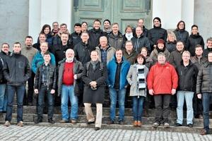 """<div class=""""bildtext"""">»2 Die Teilnehmer vor der Stadtkirche Weimar</div>"""