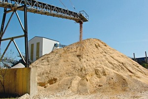 "<span class=""bildunterschrift_hervorgehoben"">»4</span> Clay as an impurity: raw gravels and sands contain up to 20 mass% clay (Osterfeld Building Materials Plant, Saxony-Anhalt)<br />"
