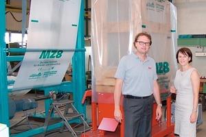 """<span class=""""bildunterschrift_hervorgehoben"""">»2</span> Frank Appel und Anett Fischer vor einer in der Montage befindlichen Verpackungsanlage für ein deutsches Ziegelwerk<br />"""