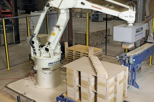 "<span class=""bildunterschrift_hervorgehoben"">»6</span> Robot stacking in elbow pattern at the brick plant"