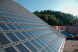 """<span class=""""bildunterschrift_hervorgehoben"""">»2</span> The co-generating solar roof tile. The photovoltaic module for power generation rests on the tile and collects thermal energy for heating water<br />"""