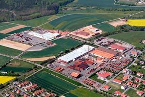 "<span class=""bildunterschrift_hervorgehoben"">»2</span> The Braas factory in Buchen-Hainstadt with production halls and clay stock area<br />"