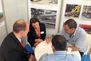 """<div class=""""bildtext""""><span class=""""textmarkierung"""">»</span> Members of the Lingl team talking to an Algerian customer</div>"""
