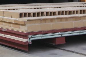 """<span class=""""bildunterschrift_hervorgehoben"""">»14</span> Pneumatic sealing systems on the kiln cars<br />"""