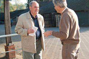 """<span class=""""bildunterschrift_hervorgehoben"""">»2</span> Karl-Heinz Meyer (right) in conversation with the author<br />"""