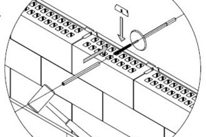 "<span class=""bildunterschrift_hervorgehoben"">»3</span> In the middle of the upper side of the brick, clips are also fixed to which the wall ties are attached<br />"