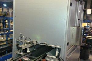 """<span class=""""bildunterschrift_hervorgehoben"""">»1</span> Booth with external acoustic hammer<br />"""