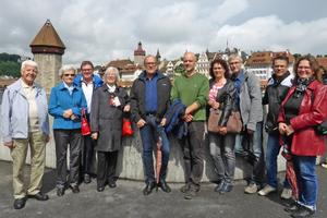 """<div class=""""bildtext_en""""><span class=""""bildnummer"""">»3</span> Then, the tour took them in the direction of the Kapellbrücke</div>"""