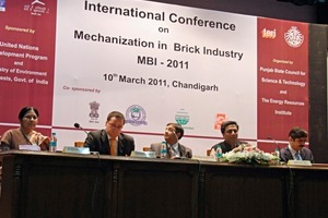 """<span class=""""bildunterschrift_hervorgehoben"""">»1</span> 700 brickmakers attended the two conferences organized by the ECTS on """"Mechanization in the Brick Industry"""" in Chandigarh and Varanesi in India<br />"""