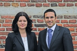 "<div class=""bildtext_en""><span class=""bildnummer"">»</span> The new Secretary General Magdalena Vallebona and her predecessor Adolfo Aiello </div>"