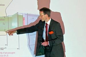 """<span class=""""bildunterschrift_hervorgehoben"""">»</span> Owner Dipl.-Ing. Stengert giving a talk"""